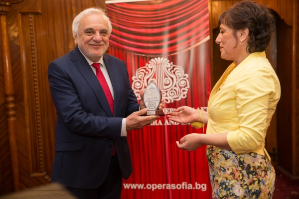 Maestro Plamen Kartaloff is winner of the annual Zonta Club of Saint Sofia 2019 Award