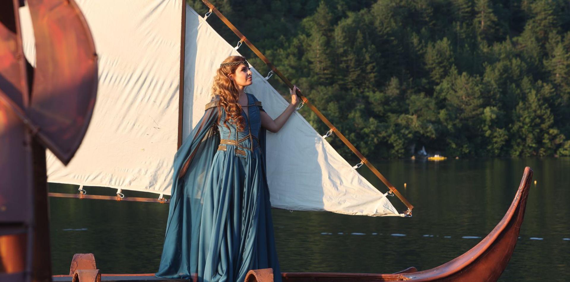 Жената от езерото