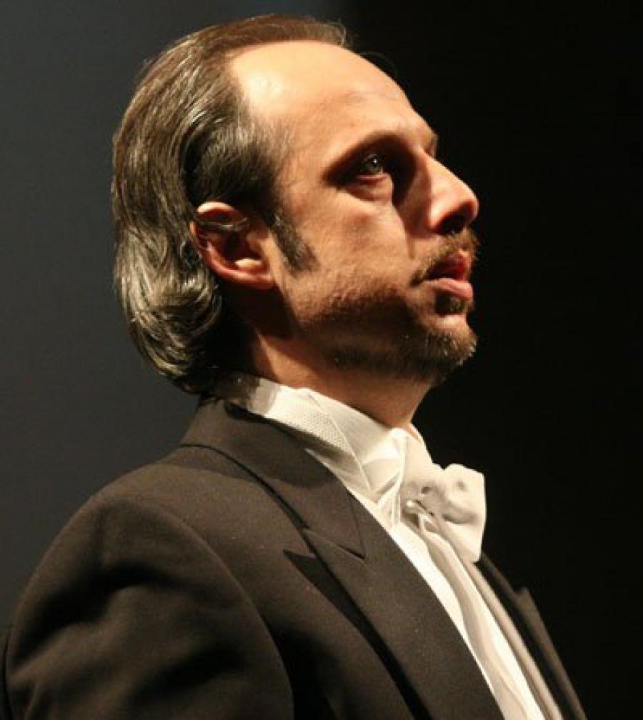 """""""Гостуването ми на сцената на Софийската опера винаги е било празник за мен"""" Интервю с баритона Владимир Стоянов"""