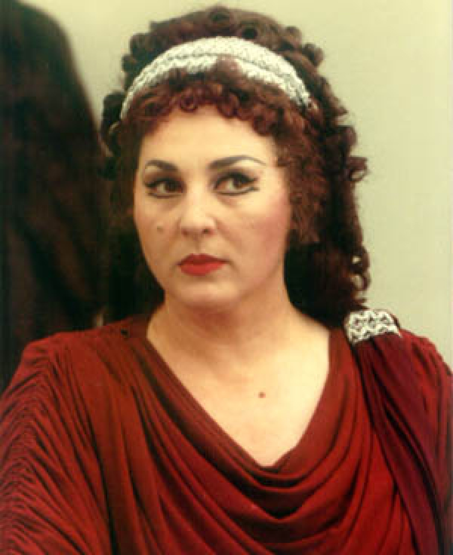 Белини на българска сцена