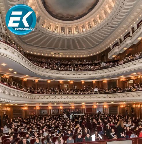 """Хиляда ученици от Перник гледаха """"Клетниците"""" в Софийската опера"""