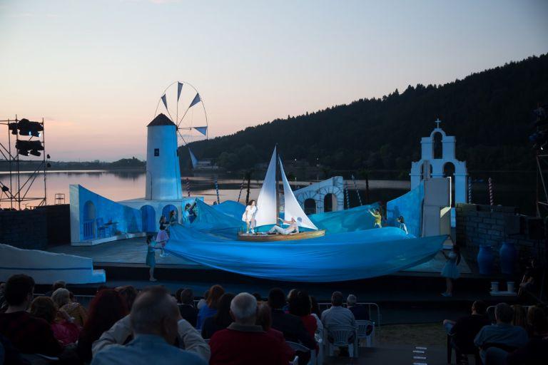 Снимка: Мамма Миа!, сцена Музи на водата, езеро Панчарево