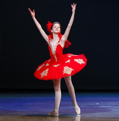 """Балетната школа """"Маша Илиева"""" представя спектакъла """"Огненото птиче"""" на сцената на Софийската опера"""
